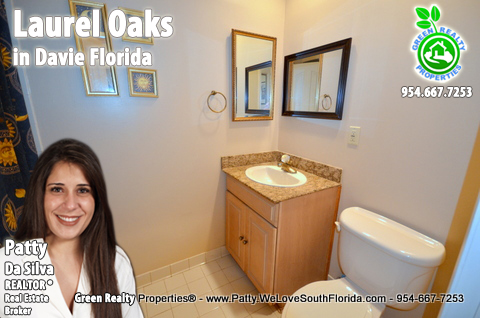 Selling Laurel Oaks in Davie