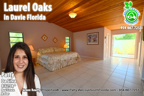 Luxury Homes in Laurel Oaks Davie Florida