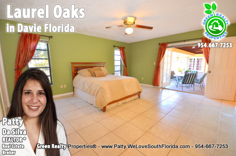 Florida Homes For Sale in Laurel Oaks, Davie