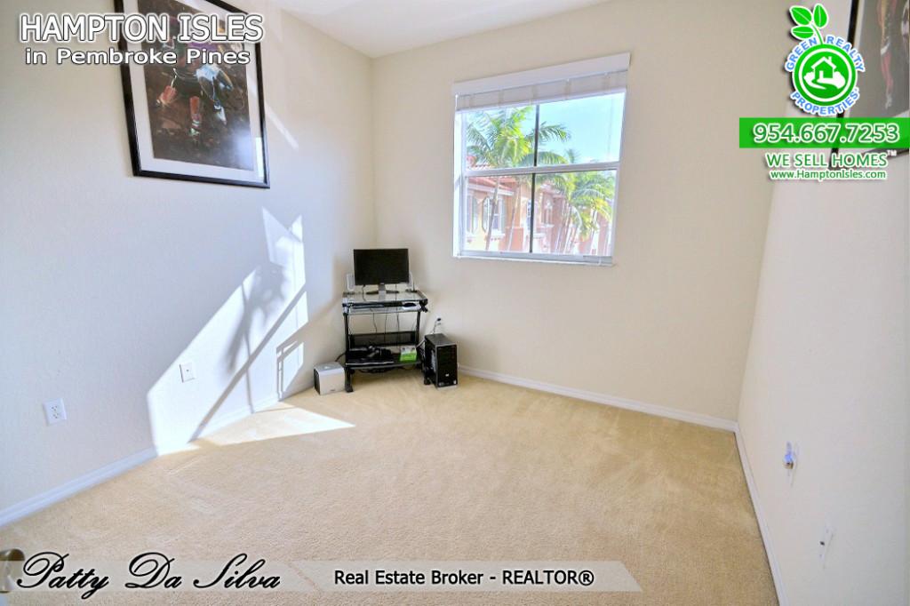 Real Estate Broker in Hampton Isles
